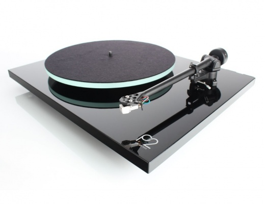 Rega Planar 2 Turntable with RB220 Arm and Carbon Cartridge